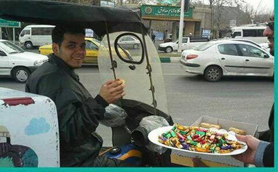 المجوس في إيران يوزعون الحلوى احتفالا بمذابح السنة في حلب !