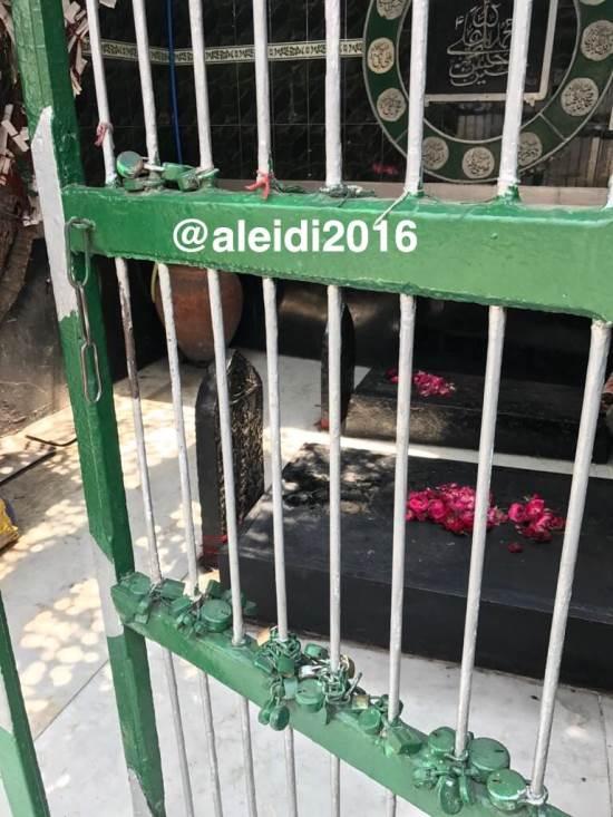الشيعة يقيمون مزارا لنعل الحسين ويتبركون فيه في حيدر آباد